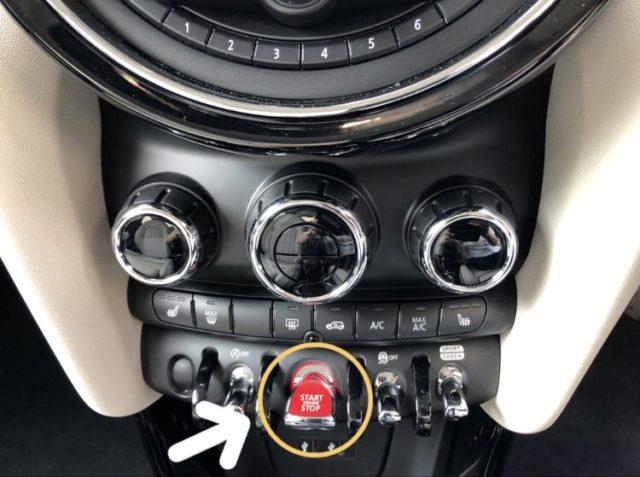 エクセルレンタカー MINI エンジンボタン